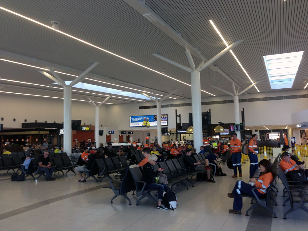 FIFO-workers-waiting-for-flights